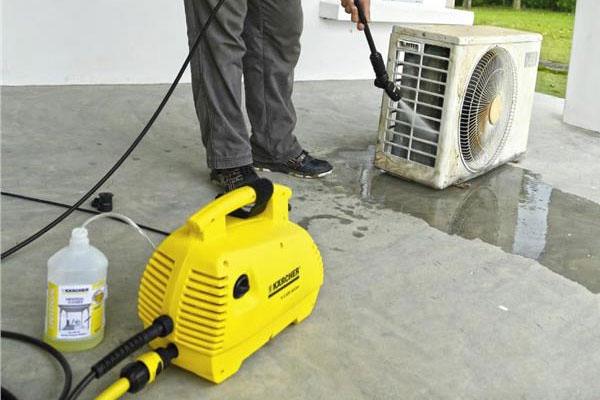 cách vệ sinh điều hòa bằng máy bơm rửa xe