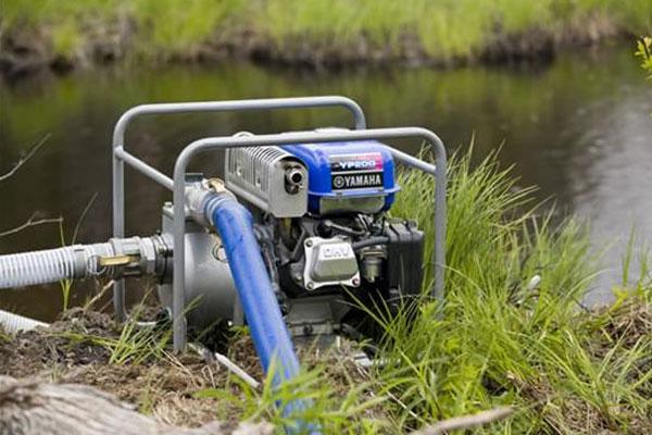 sử dụng máy bơm nước chạy bằng xăng có tốt không